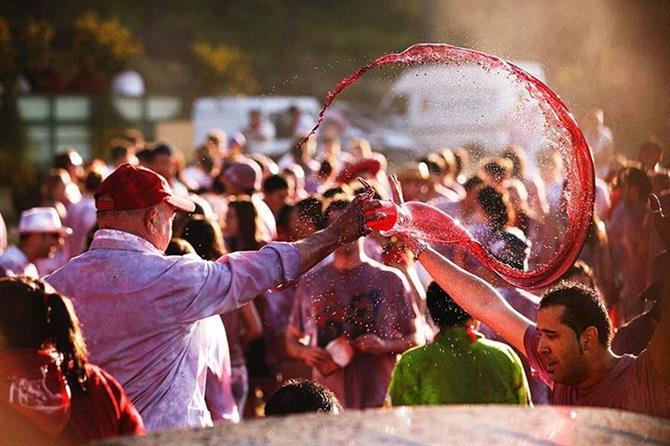 En vino en las fiestas de España